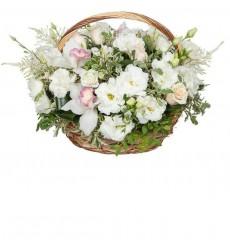 Корзина цветов с розами, орхидеями, эустомами и альстромериями  «Ласковый мотив»
