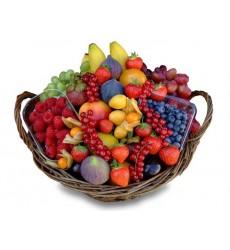 Фруктовая корзина с сезонными фруктами и ягодами «Утренняя сладость»