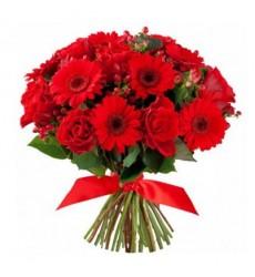 Букет из 9 гербер и 9 роз «Пылающий закат»