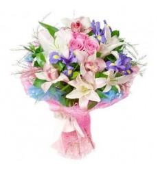 Букет из 3 ирисов, 2 лилий, 3 орхидей, 3 роз и 7 рускусов «Юнона»