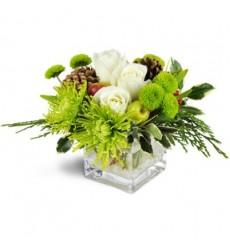 Цветочная композиция из 3 белых роз, 2 хризантем и зелени «Мон Флёри»