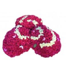 Цветочная композиция из 801 розовой розы и 200 белых роз «Узы Амура»