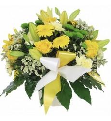Букет из 3 лилий, гербер, роз, гвоздик и кустовых хризантем «Лимон со сливками»