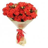 Букет из 15 кустовых красных роз «Нежная мелодия»