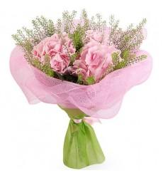 Букет из 3 розовых гортензий с зеленью Грин Белл «Сливочное парфе»