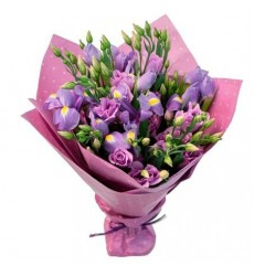Букет из 10 ирисов и 5 фиолетовых эустом «Сиреневый туман»
