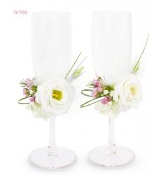 Свадебные бокалы с эустомами и зеленью «Семейные ценности»