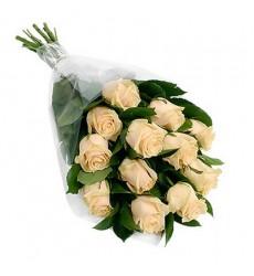 Букет из 15 роз и зелени «Французский дворик»