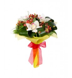 Букет из 3 орхидей, 4 альстромерий и зелени «Сияние луны»