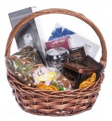 Подарочная корзина с конфетами, пряниками, чаем, кофе и сухофрутами «Настоящий мужчина»