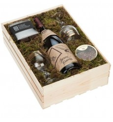Подарочная коробка с шоколадом, двумя бокалами и бутылкой красного вина «Изысканное удовольствие»