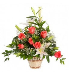 Корзина цветов с 3 лилиями и 11 розами «Диадема феи»