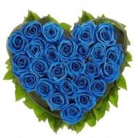 Цветочная композиция из 25 синих роз «Аквамариновое сердце»