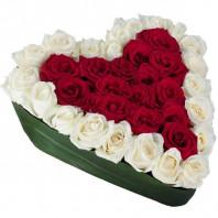 Букет из 39 белых и красных роз «Будь со мной»