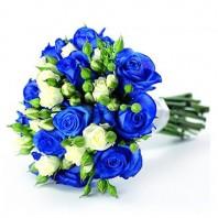 Букет невесты из 11 синих и 7 кустовых роз «Шикарная свадьба»