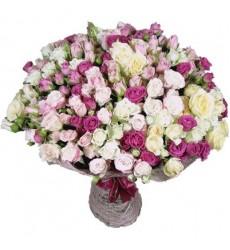 Букет из 75 кустовых роз «Бал фей»