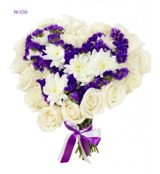 Букет из 20 роз, 3 кустовых хризантем и 5 статиц «Небесный фантазм»
