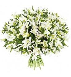 Букет из 25 белых лилий «Хрустальная туфелька»