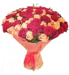 Букет из 101 разноцветной розы «След радуги»