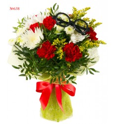 Букет из 7 гвоздик, 4 одноголовых и 3 кустовых хризантем «Влюблённый профессор»