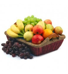 Фруктовая корзина с виноградом, бананами и сладкими фруктами «Тропическая фантазия»