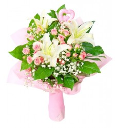 Букет невесты из 4 кустовых роз, ветки лилии и зелени «Самая желанная»