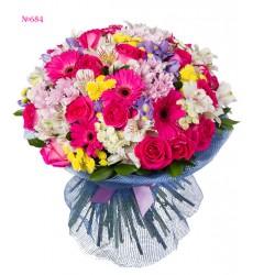 Букет из 9 альстромерий, 6 гербер, 18 ирисов и 17 роз «Парижская весна»