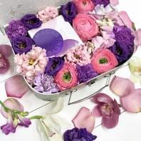 Подарочная коробка с туалетной водой Stella McCartney Pop и цветами «Тонкие ароматы»