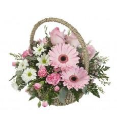 Корзина цветов с герберами, розами, хризантемами и гвоздиками «Святой Валентин»