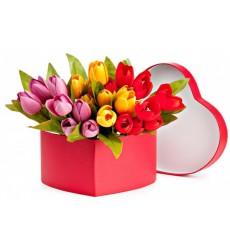 Цветы в коробке  с 25 тюльпанами «Сонет о нежности»
