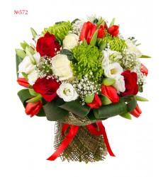 Букет из 9 роз, 13 тюльпанов, 5 эустом и 3 хризантем «Праздничный день»