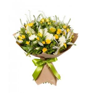 Букет из 3 альстромерий, 3 ирисов, 3 гвоздик и 4 кустовых роз «Сантана»