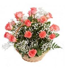 Корзина цветов с 15 розами и зеленью «Даниэла»