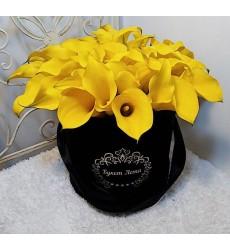 Цветы в коробке  с 39 жёлтыми каллами «Монпелье»