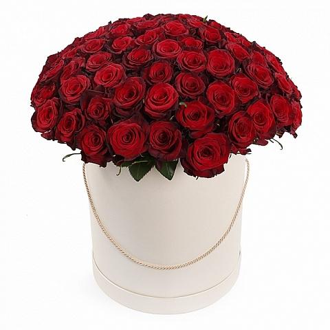 Букет из 101 красной розы Премиум в шляпной коробке «Сердце королевы»