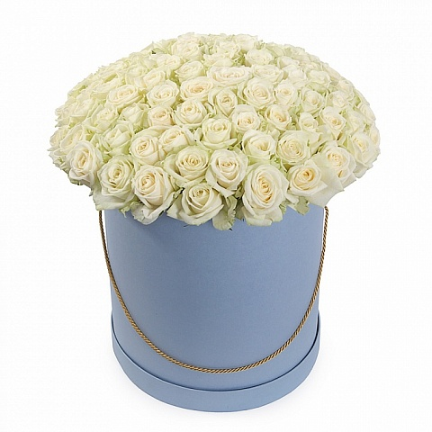 Букет 101 белой роза Аваланж в шляпной коробке «Нежность»