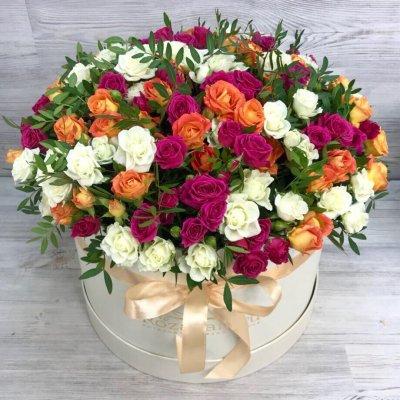 Букет из 101 кустовой розы в шляпной коробке «Восторг»