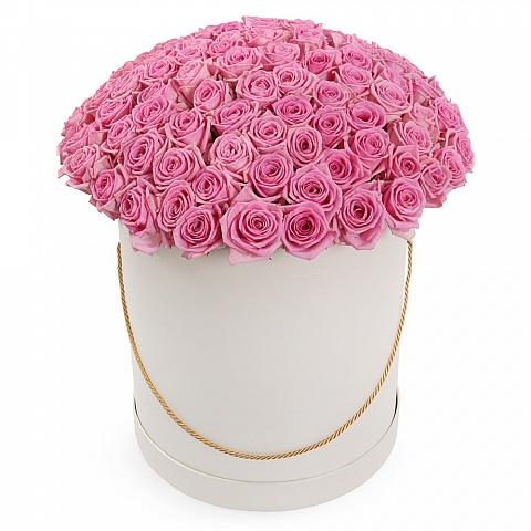 Букет из 101 розовой розы в шляпной коробке «Розовый фламинго»