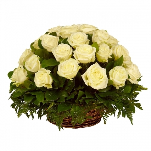 Траурная корзина №12 из живых цветов «32 белые розы»