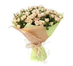 Букет из 15 белых кенийских кустовых роз «Сладкая ваниль»