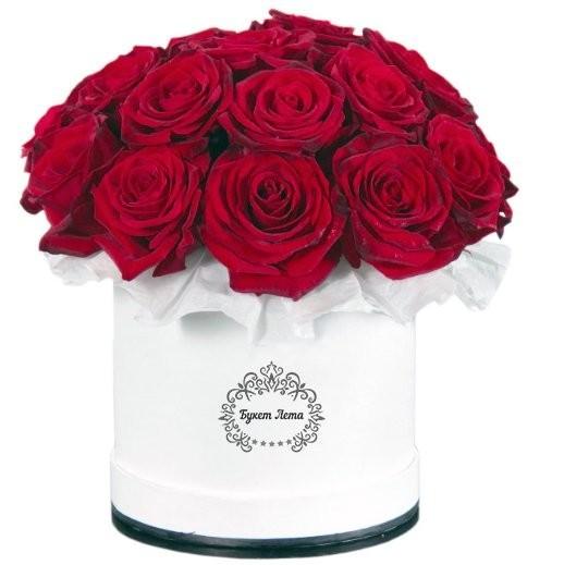 Цветы в шляпной коробке с 19 красными розами Гран При «Бархатные ритмы»