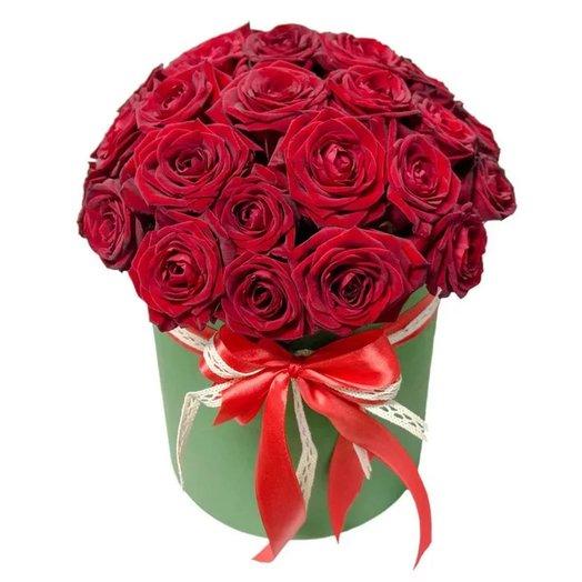 Букет из 27 роз красного цвета в шляпной коробке  «Любовный сюрприз»