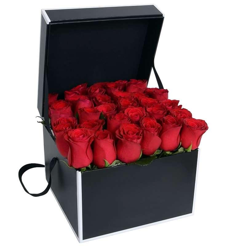 Букет из 35 роз красного цвета в квадратной коробке «Амур »