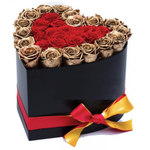 Букет из 35 золотых и красных роз в коробке в форме сердечка  «Золотое сердце »