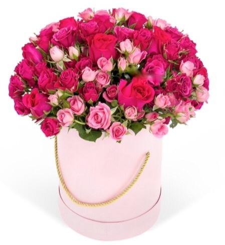 Букет-микс из 43 кустовых роз и роз с крупными бутонами розового цвета в шляпной коробке  «Мелодия любви »