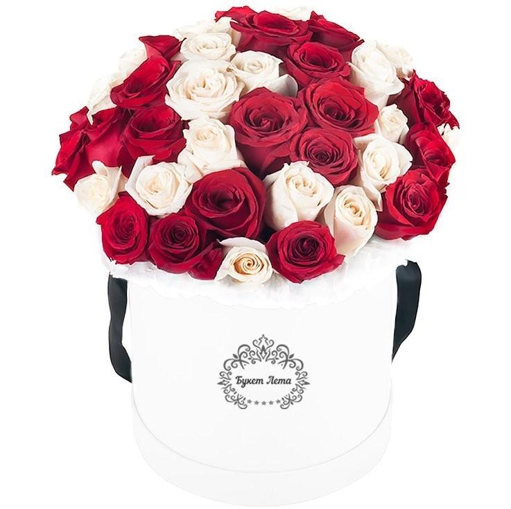 Цветы в шляпной коробке с 51 розой «Желание любимой»