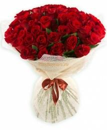Букет из 51 красной кенийской кустовой розы «Скарлет»