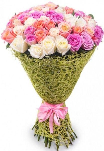 Букет-микс из 71 розы белого, розового и кораллового цвета.  «Цветущая любовь »
