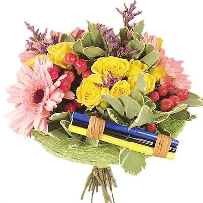 Букет из 3 гербер, 3 кустовых роз и фломастеров «Школьные дни»