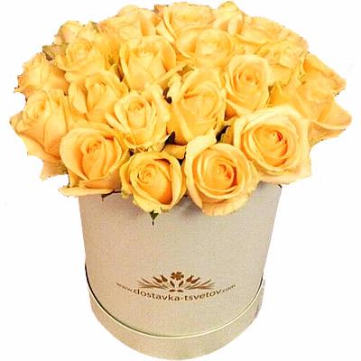 Цветы в коробке с 21 кремовой розой «Янтарный шик»